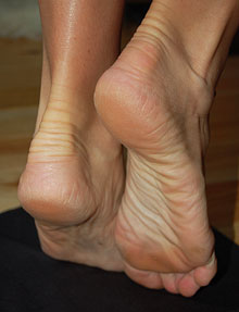 Worship beautiful women and their feet at Dallas Footnight