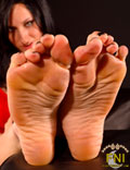 Maroe's long toes and high arches